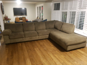 Free delivery throught the GTA: Comfortable fabric sectional.