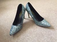 Size 8 BEYOU silver glitter heels