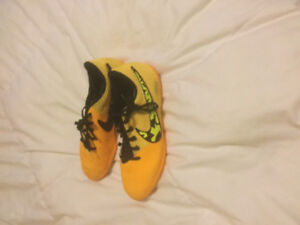 Nike Soccer Cleats Size 5