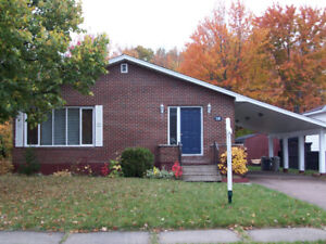 Quiet and clean room - 5 min walk from University of Moncton