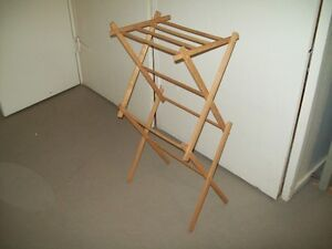 WOOD FOLD DOWN CLOTHES HORSE SMALL FITS NICELY IN BATHTUB