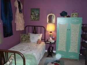 Pretty Room For Working Woman