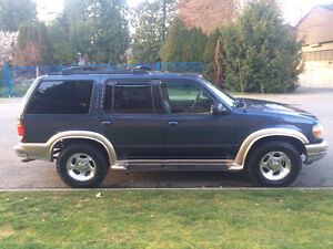 2000 Ford Explorer Gold SUV, Crossover