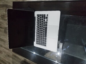 Selling my macbook pro 2010 Fall Edition Good condition