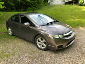 """Honda Civic 2011 LX-S 4P - Bonne condition, rapport Carfax"