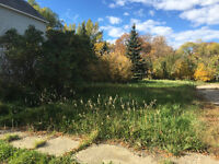 VACANT SERVICED LOT IN PENSE!!