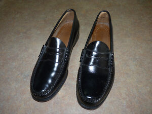 Brand new Bass Weejuns penny loafers