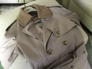 BURBERRY DOUBLE BREASTED TRENCH COAT (BEIGE)