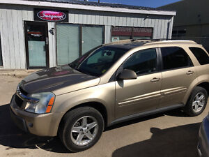 LOADED CHEVROLET EQUINOX AWD.  (((LOW KMS)))
