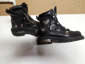 ladies Size 6 Harley boots