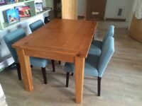 AMAZING nearly new extendable dining table!