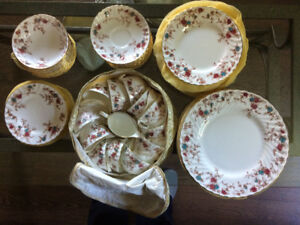 10 place setting dish set