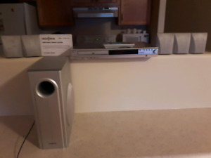 Insignia - 200W 5.1-Ch. Home Theater System