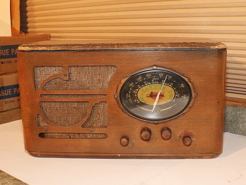 Musicaire Radio Model 68B135W