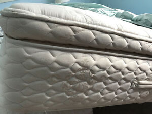King Size Mattress and Box Spring Oakville / Halton Region Toronto (GTA) image 1
