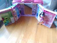Centre d'Achat Sweet Neighborhood avec 2 Barbie