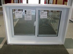 Fenêtre Coulissante Simple 34 1/4'' x 23'' LIQUIDATION