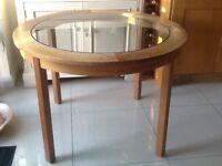 Oak centre glass dinning table