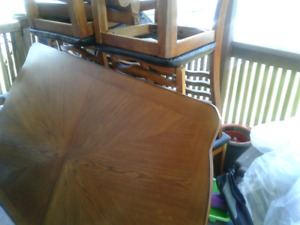 Dinning Room table & 5 chairs