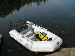 Grand inflatable dingy/boat