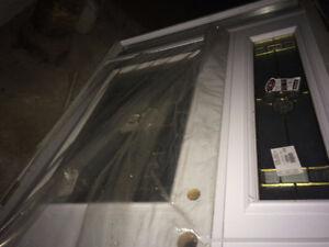 Porte en acier blanche avec boite de porte