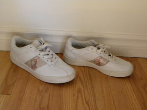 WHITE AND PINK SNEAKERS Size 8 / Souliers sport blanc et rose