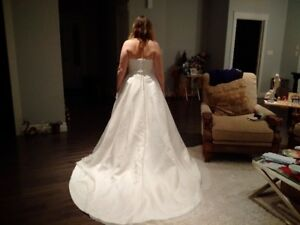 Demetrius Wedding Dress - Never worn or altered