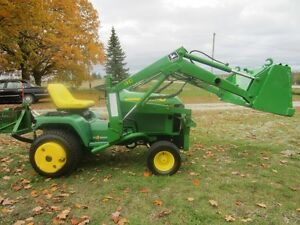 John Deere 425 compact tractor with loader