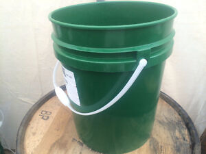 LOOK  > Food Grade 20L/5Gallon Pails. Used Once. (  Min of 10 )