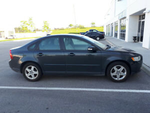 Volvo S40 2.4i Premium - Fully Loaded, No Accidents!