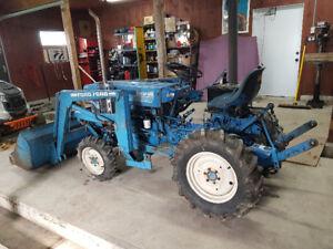 tracteur ford 1210 diesel avec loader 4x4