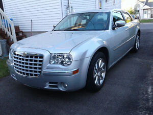 Chrysler 300 Limited Impeccable - cuir - toit - roues chrome 18""