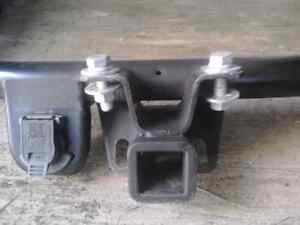 LIKE NEW **** GM FACTORY TOWING TRUCK HITCH !