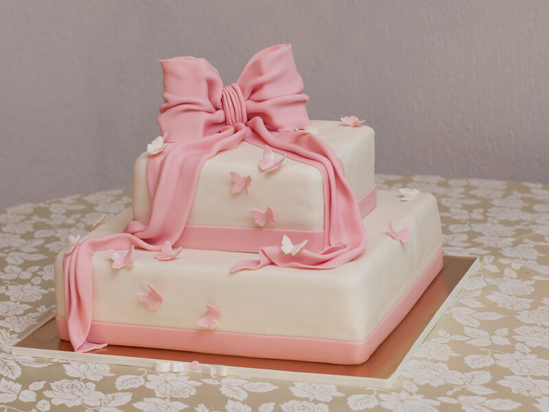How to Make a Homemade Christening Cake