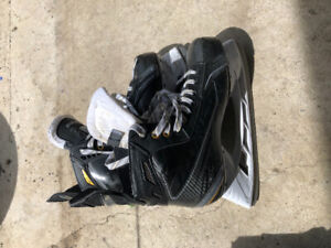 Boys skates with skate guards. Size 9 asking 60.00