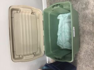 Rubbermaid Hinged Bin