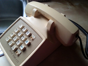 ANTIQUE  AT&T  PUSH BUTTON PHONE...