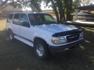 1997 Ford Explorer Silver SUV, Crossover
