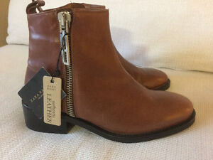 Zara authentic leather ankle boots women size 6 Kitchener / Waterloo Kitchener Area image 4