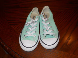 Converse size 5,nice and clean Mint green.