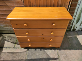 Pine chest of drawers four drawers