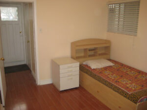 Newly renovated Extra large Furnished room with utilities & Wifi