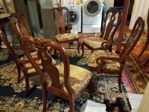 BEAUTIFUL NICE BROWN SOLID WOOD DINING TABLE AND 6 CHAIRS