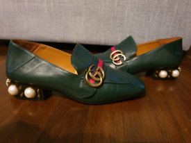 Gucci Leather Loafers Mid Heel. Green. Size 37. Pearl Embellished.