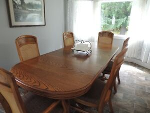oak claw foot table with 2 leaves, and option of 6 chairs
