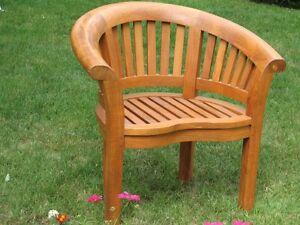 Assortiment de meubles de jardin en teck