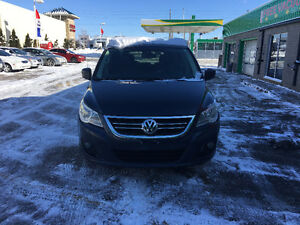 2009 Volkswagen Routan Highline Minivan, Van ****Dual dvds**Mint London Ontario image 2