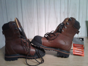 BRAND NEW!!!!  Dakota heavy duty CSA work boots size 7.5 EE.
