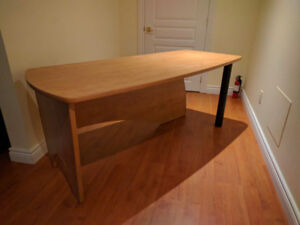 Desk in excellent condition quality build - Bureau qualité