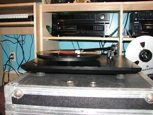 Black Rega P3 Turntable / Record Player with accesories Gatineau Ottawa / Gatineau Area image 2